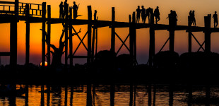 Tourists at U Bein's bridge